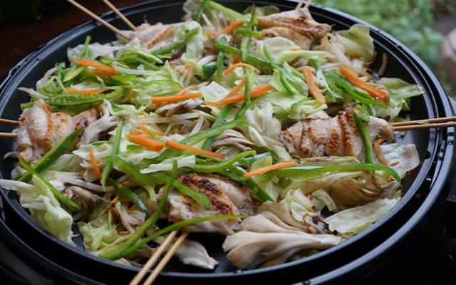 ホットプレートで野菜いっぱい炭火手羽焼き