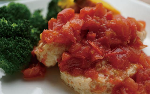 「コープ国産鶏肉とお豆腐でつくった ミニハンバーグ」ダブルトマトソース添え