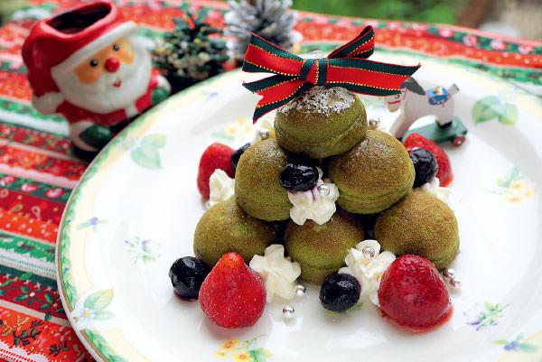 「ふんわりプチホットケーキでクリスマスツリー」