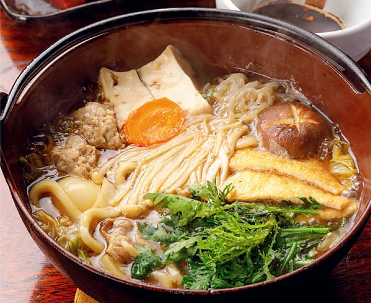 ボリューム満点のちゃんこ鍋本格力士料理を堪能!