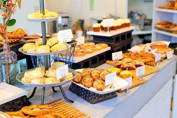 多彩なパンやデリ、ケーキまで想像力を刺激するベーカリーカフェ