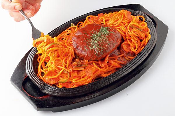洋食の人気者が鉄板上でコラボ!家族みんなで楽しめる洋食屋
