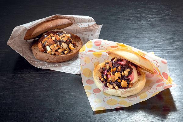 パンとアイスが溶け合うひんやり甘い愛されバーガー